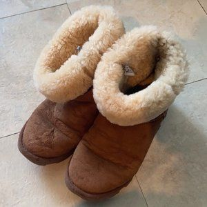 Used UGGS Classic womens size 8